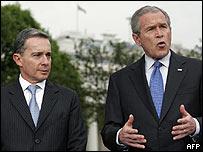 �lvaro Uribe y George W. Bush