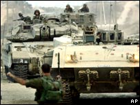 Israeli tanks leaving the Gaza strip
