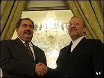 Iraqi Foreign Minister Hoshyar Zebari (L) shakes hands with Iranian Foreign Minister Manouchehr Mottaki