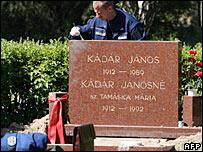 Police examine grave of Janos Kadar