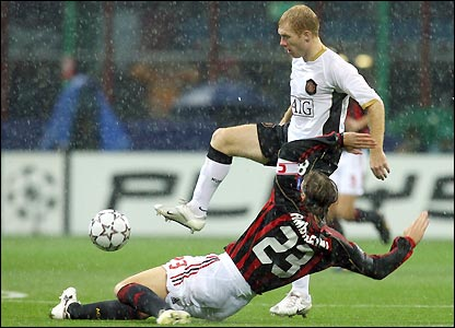 Massimo Ambrosini stops Sholes' progress