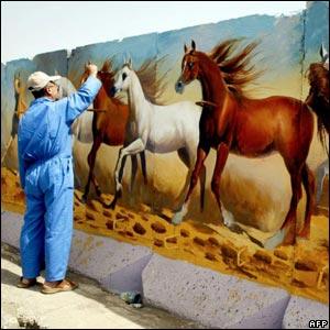 Iraqi artist paints on the wall