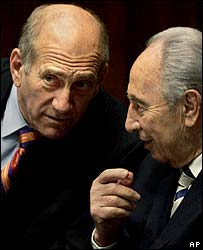 PM Ehud Olmert (l) with deputy Shimon Peres