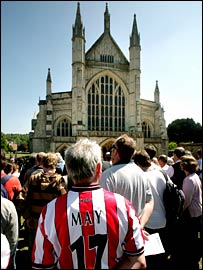 Crowds gather outside Winchester Cathedral for Alan Ball's funeral