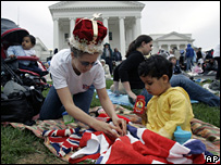 US fans await Queen's arrival (AP