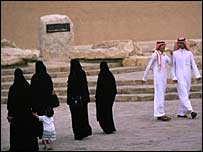 Saudi men and women in traditional dress