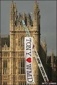 Protesta contra la guerra en el Parlamento británico.