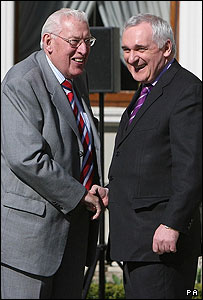 Ian Paisley and Bertie Ahern shake hands