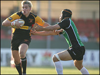 Gareth Maule takes on the Connacht defence