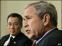 Singaporean Prime Minister Lee Hsien Loong and George Bush