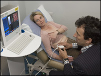 Fibro scanner in use