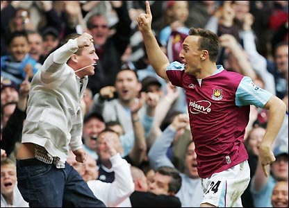 Noble celebrates with a fan after making it 3-0