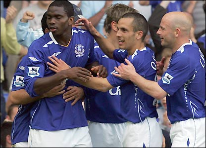 Everton's players celebrate Yobo's goal