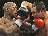 Floyd Mayweather (left) and Oscar de la Hoya