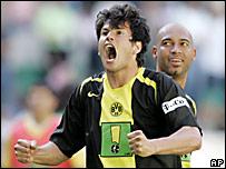 Nelson Haedo Vald�z celebra su gol para el Borussia Dortmund
