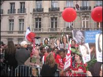 لحظة اعلان النتائج في مقر الحزب الاشتراكي الفرنسي