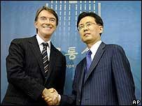 Kim Hyun-Chong and Peter Mandelson