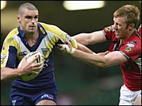 Warrington's Stuart Reardon powers past Salford's David Hodgson