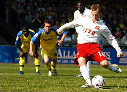Dean Keates scores a penalty for Walsall