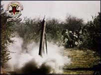 صاروخ  فلسطيني لحظة اطلاقه من قطاع غزة
