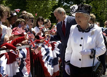 President Bush and the Queen greeted by crowds