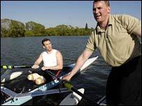 Matthew Pinsent (r) steadies Mick Brennan's boat