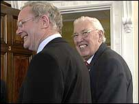 Martin McGuinness (l) and Ian Paisley (r)