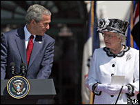 George W Bush welcomes the Queen to the White House