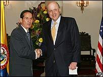 Fernando Araújo (izq.) y John Negroponte