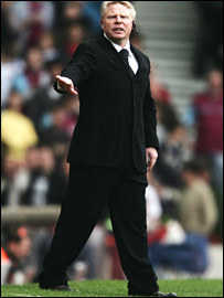 Bolton manager Sammy Lee
