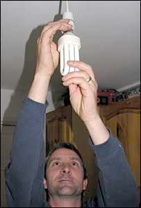 Peter Robinson puts in energy-saving lightbulb