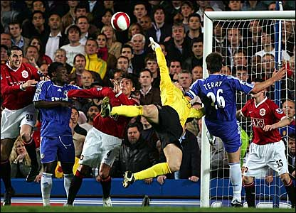 Manchester United goalkeeper Tomasz Kuszczak (centre) is put under pressure by Chelsea skipper John Terry