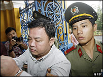 Huynh Nguyen Dao is led into Ho Chi Minh City People's Court - 10/05/07