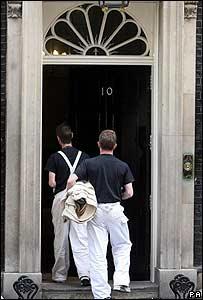 Obreros frente al número 10 de Downing Street