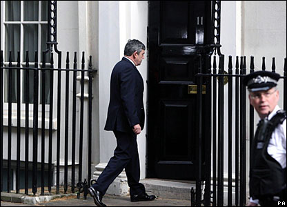Gordon Brown enters 11 Downing Street