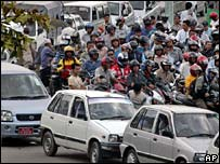 Vehicles line up at Kathmandu fuel station 10 May 2007