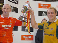 Gareth Thomas and Phil Waugh share the honours in Cardiff after the 29-29 draw in 2006