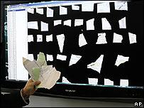 Программное обеспечение, позволяющее собрать документы Штази, демонстрируется в Берлине