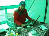 Iv�n Vallejo en el Campamento Base