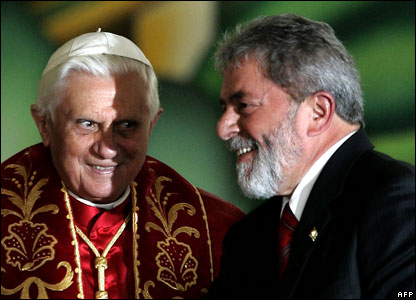 Pope Benedict and President Luiz Inacio Lula da Silva (r)