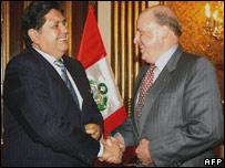 Peruvian President Alan Garcia (l) and US Deputy Secretary of State John Negroponte (r)