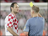Graham Poll shows a yellow card to Croatia's Josip Simunic