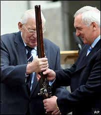 Paisley gives Ahern a ceremonial gun