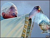 Benedicto XVI canonizando a Fray Galvao