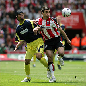 """Derby County's Dean Leacock (left) and Southampton""""s Marek Saganowski battle for the ball"""