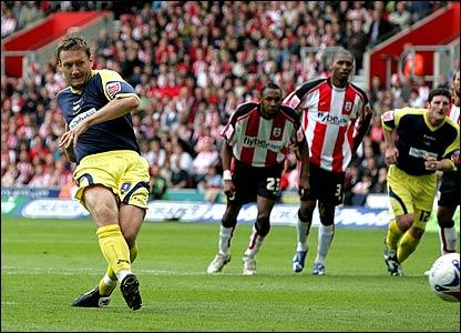 Steven Howard scores from the penalty spot