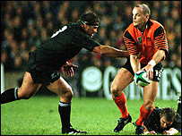 Gregor Townsend evades New Zealand's Craig Dowd in the 1999 World Cup quarter-final at Murrayfield