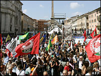 Counter-demonstration in Rome's Piazza Navona