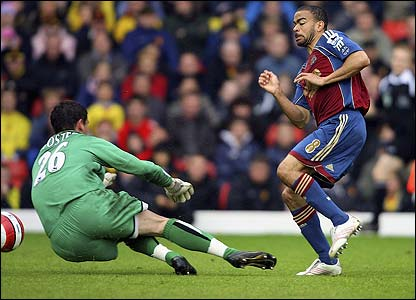 Kieron Dyer slots the ball under Watford keeper Ben Foster