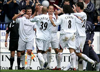 Bolton's players congratulate Gary Speed
